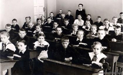 """Боровск (Соликамск), 3""""б""""класс, школа №4 (13), 1954 год."""