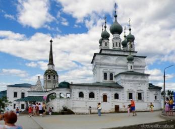 Вид на Соборную колокольню и Троицкий собор