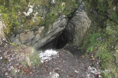 Вход в Большую Махнёвскую пещеру