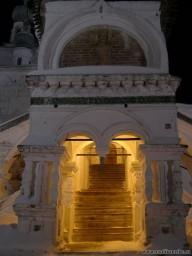 Ворота храма ждут тебя.