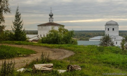 Осень. Монастырь