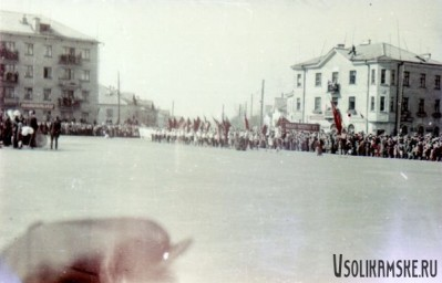 Боровск. Школа №13 на демонстрации. 1962 год.jpg