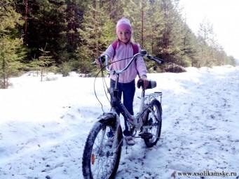 Сегодня 4 мая - решили покататься на велосипеде. А нужно было брать лыжи...