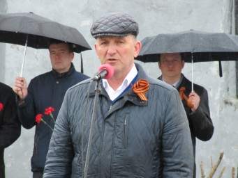 Глава города Алексей Федотов произносит речь