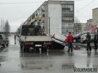 Авария возле ТЦ Меркурий