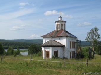 Свято-Троицкая церковь рядом с селом Говорливое12837