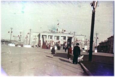 0074  Боровск.  На площади у ДК Ленина