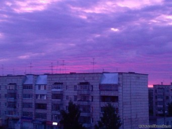 Вид из моего окна, красивое феолетовое небо