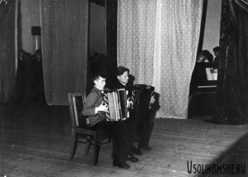 Боровск.  На сцене ДК Бумажник.1962.jpg
