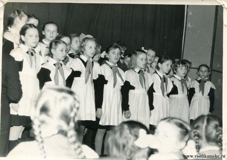"""Концерт учеников 3 """"Б"""" ,1961 год"""
