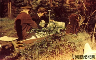 Боровск.  Школа № 13.  Собираем гербарий. Справа Альберт Шайхутдинов1962.jpg