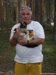 Нам помогала прибираться Рыся)))
