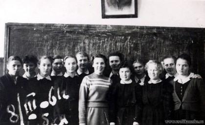 Девчонки с Дарьей Емельяновной, 1961 год.