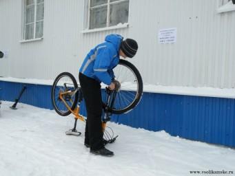 Снег для велосипедиста - не помеха!