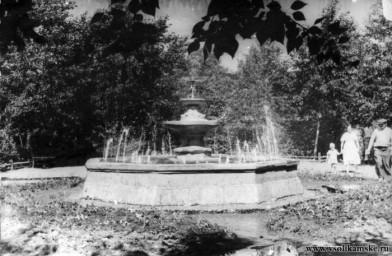 Старый фонтан( В парке у ДК Бумажник. 1962 год),автор Владимиан.