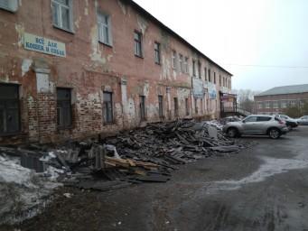 Мусор после ремонта крыши Советская, 47