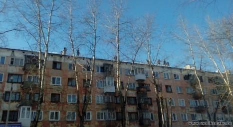 Работники УК вышли на крыши